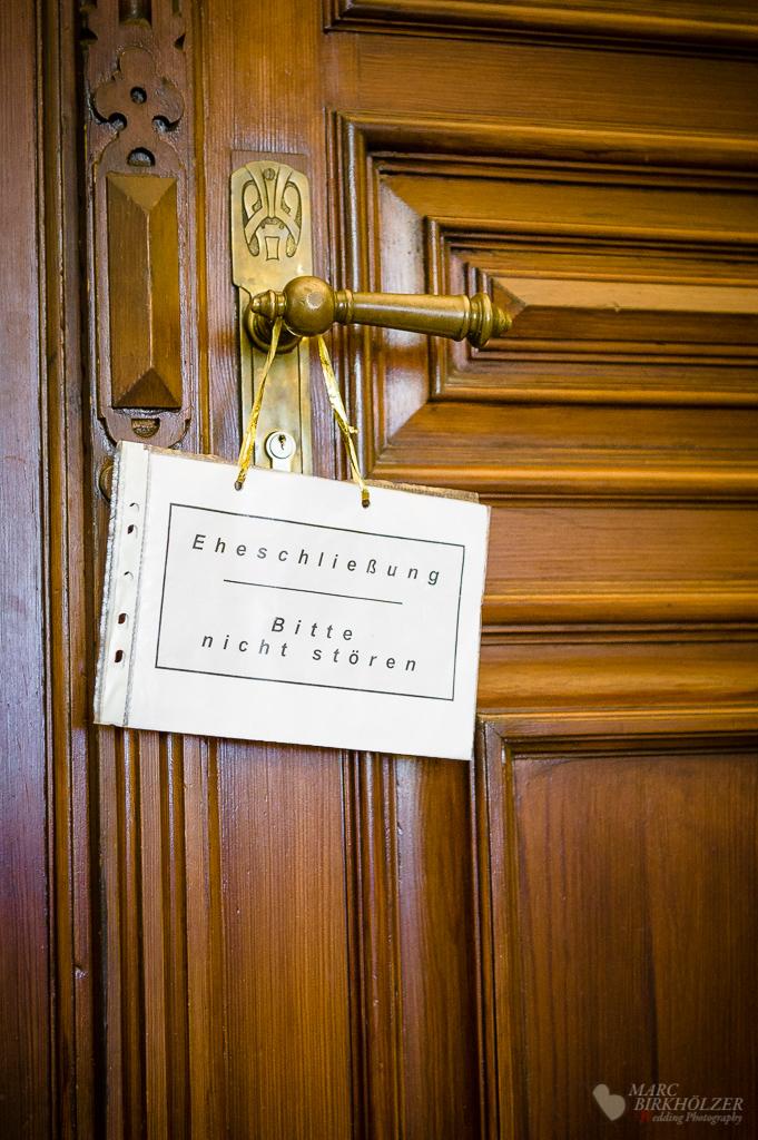 Tür zur Traukapelle im Standesamt Neukölln fotografiert vom Hochzeitsfotograf Berlin Marc Birkhoelzer www.hochzeitsaufnahmen.com