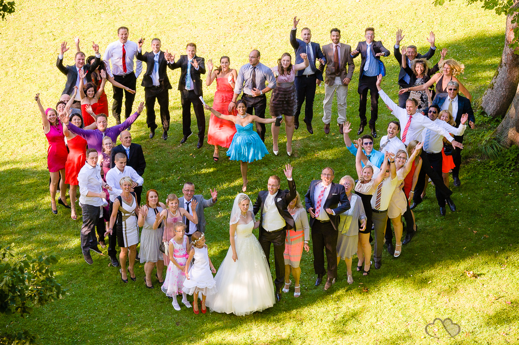 Gruppenaufnahme bei der Ganztagesreportage im Landhaus Villago in Petershagen fotografiert vom Hochzeitsfotograf Berlin Marc Birkhoelzer www.hochzeitsaufnahmen.com