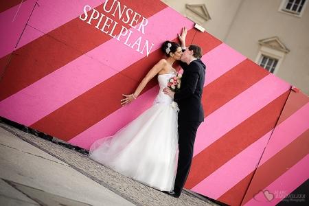 Paaraufnahmen nach der standesamtlichen Trauung im Operncafe Unter den Linden Berlin Mitte fotografiert durch den Hochzeitsfotograf Berlin Marc Birkhoelzer www.hochzeitsaufnahmen.com