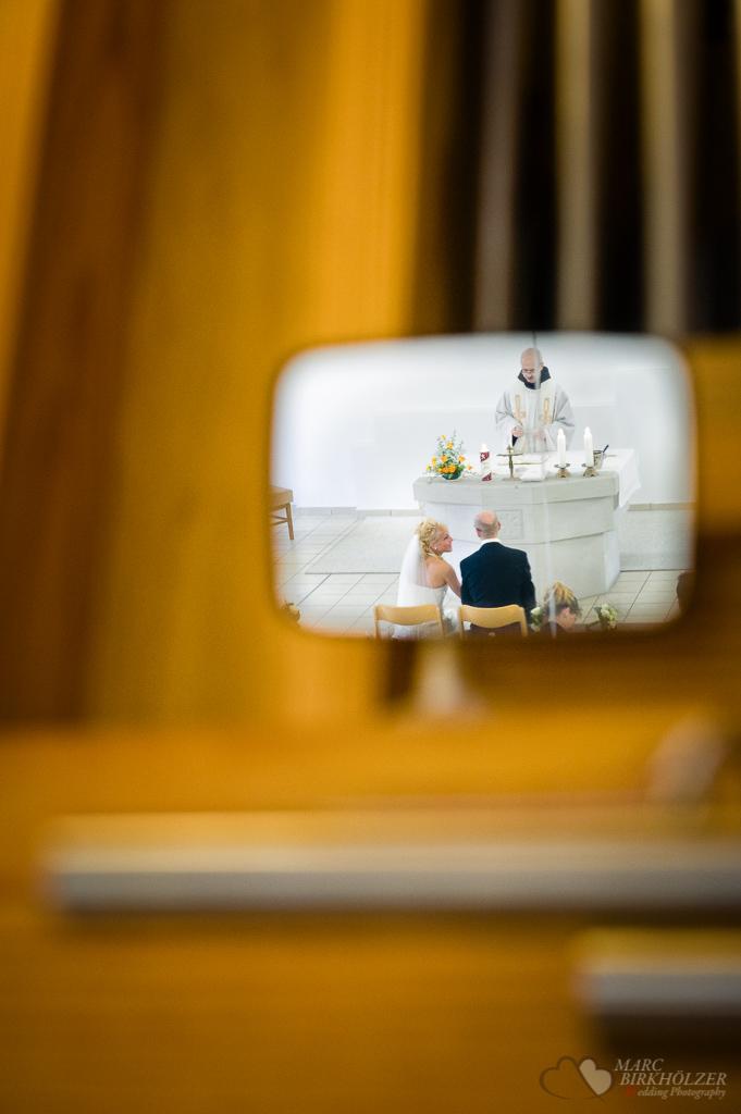 Hochzeitsbegleitung im Schloss Fleesensee bei Malchow in der Kirche fotografiert vom Hochzeitsfotograf Berlin Marc Birkhoelzer www.hochzeitsaufnahmen.com