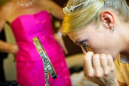 Getting ready vor der Trauung in Berlin Köpenick fotografiert vom professionellem Hochzeitsfotograf Berlin Marc Birkhoelzer www.hochzeitsaufnahmen.com