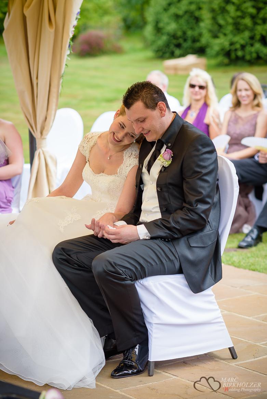 Das freudige Hochzeitspaar