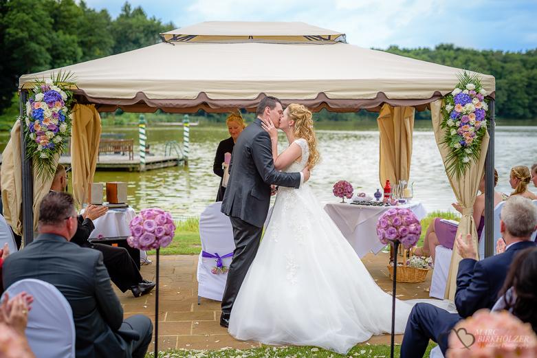 Hochzeitskuss im Gut Klostermügle