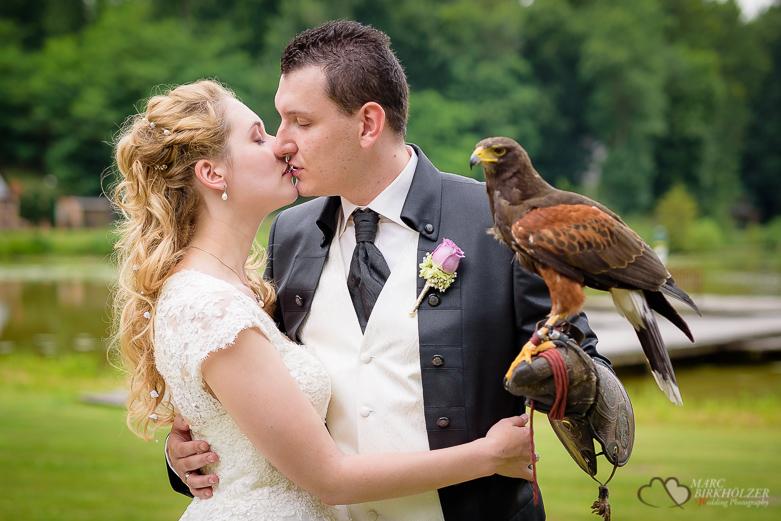 Adler und Hochzeitspaar