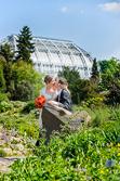 Professionelle Fotos im Mittelmeerhaus des Botanischen Garten Berlin aufgenommen vom Hochzeitsfotograf Berlin Marc Birkhoelzer www.hochzeitsaufnahmen.com