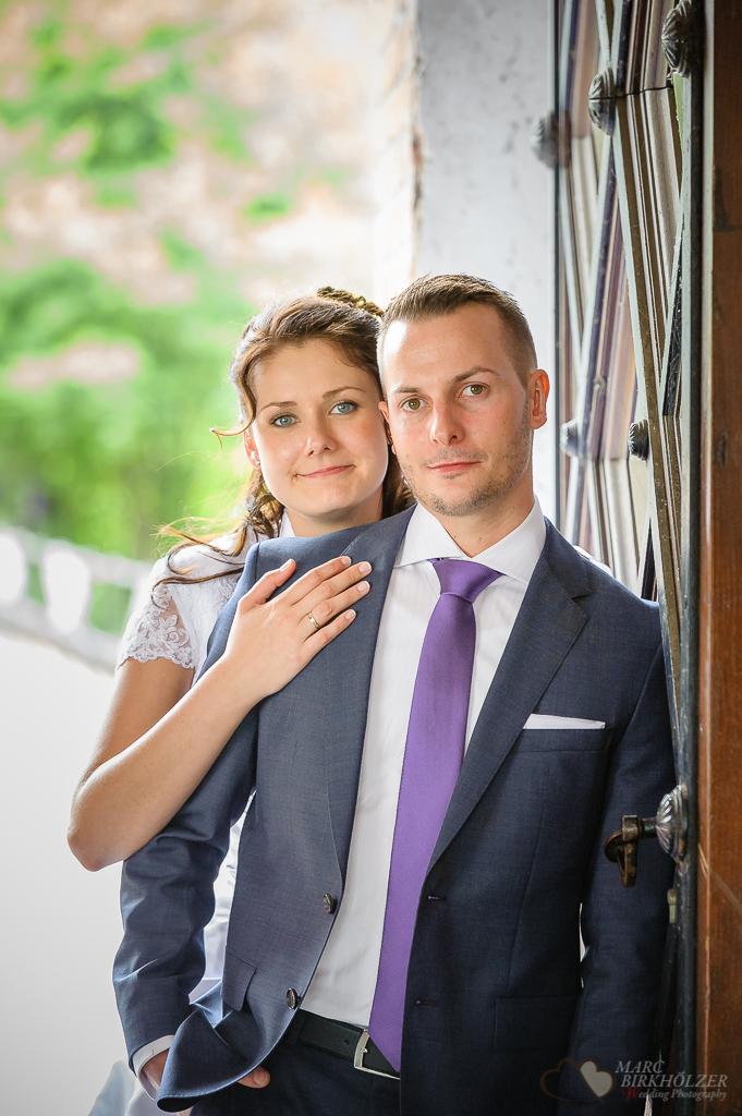 Das Hochzeitspaar bei den Portraitfotos in Berlin Spandau fotografiert vom Hochzeitsfotograf Berlin Marc Birkhoelzer www.hochzeitsaufnahmen.com