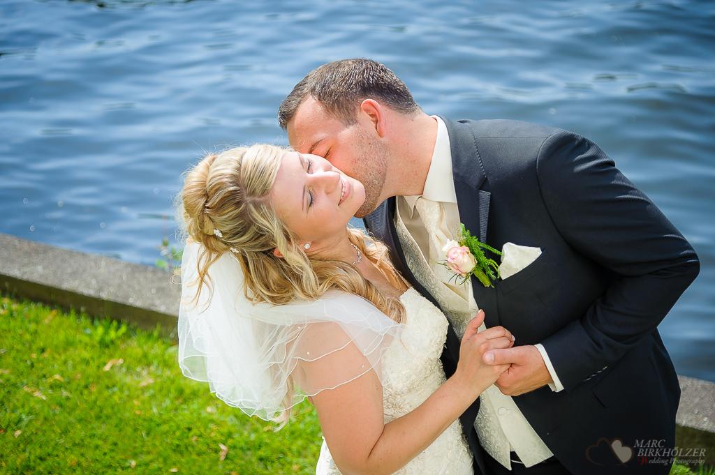 Ein Hochzeitsshooting auf der Schlossinsel Berlin Köpenick fotografiert vom Hochzeitsfotograf Berlin Marc Birkhoelzer www.hochzeitsaufnahmen.com
