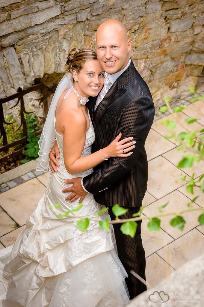 Hochzeitsreportagefoto im Schlosspark der Burg Wanzleben fotografiert vom Hochzeitsfotografen Berlin Marc Birkhoelzer www.hochzeitsaufnahmen.com