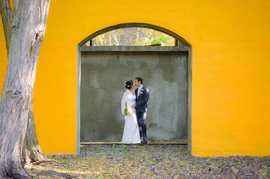 Professionelle Hochzeitsfotos im Natur-Park Schöneberger Südgelände aufgenommen nach der Trauung vom Hochzeitsfotografen Berlin Marc Birkhoelzer www.hochzeitsaufnahmen.com