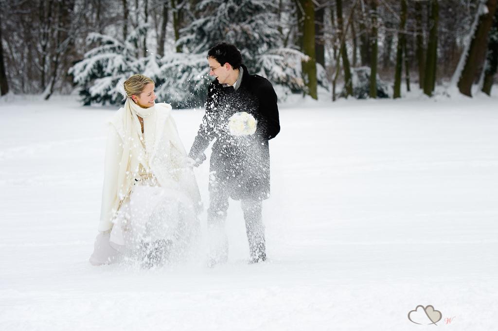Eine Winterhochzeit im Schloss Kartzow fotografiert durch den Hochzeitsfotografen Berlin Marc Birkhoelzer www.hochzeitsaufnahmen.com