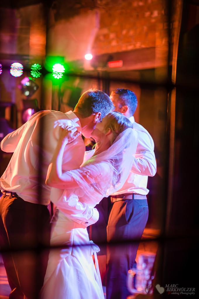 Hochzeitsfeier in der Alten Schmiede im Schloss Diedersdorf fotografiert vom Hochzeitsfotograf Berlin Marc Birkhoelzer www.hochzeitsaufnahmen.com