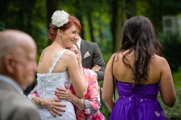 Innige Momente bei einer Hochzeitsreportage im Lakeside Hotel Strausberg fotografiert vom Hochzeitsfotograf Berlin Marc Birkhoelzer www.hochzeitsaufnahmen.com