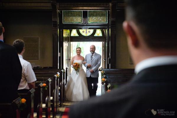 Trauung in der Kirche Krongut Bornstedt fotografiert vom Hochzeitsfotograf Berlin Marc Birkhoelzer www.hochzeitsaufnahmen.com