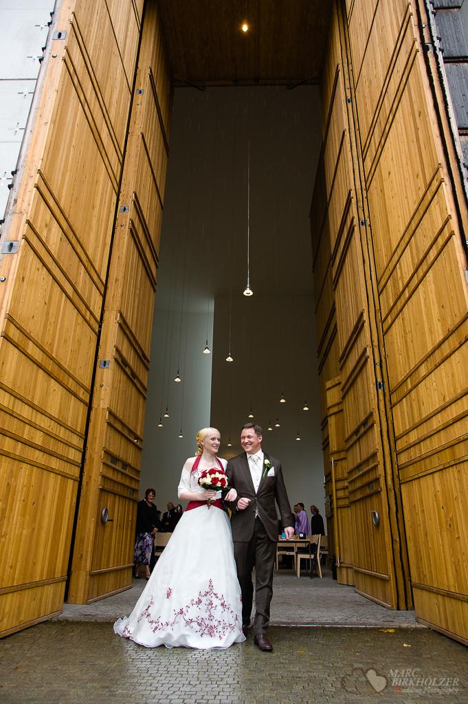 Trauung in der katholischen Kirchengemeinde St. Canisius fotografiert vom Hochzeitsfotograf Berlin Marc Birkhoelzer www.hochzeitsaufnahmen.com