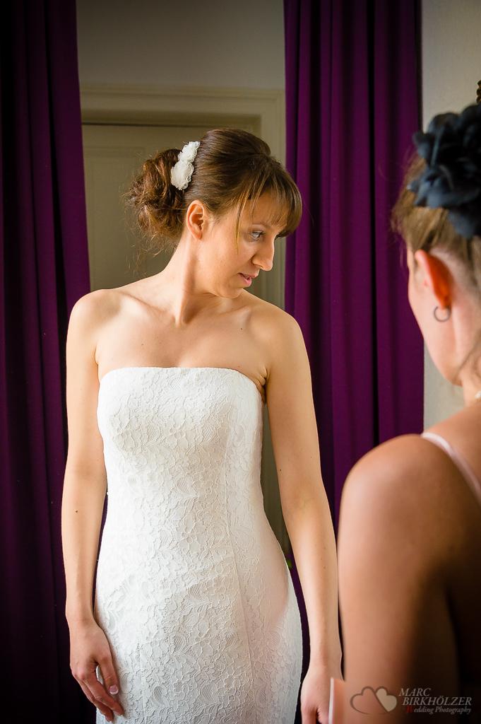 Brautvorbereitungen für Hochzeit im Standesamt Berlin Spandau fotografiert vom professionellem Hochzeitsfotograf Berlin Marc Birkhoelzer www.hochzeitsaufnahmen.com