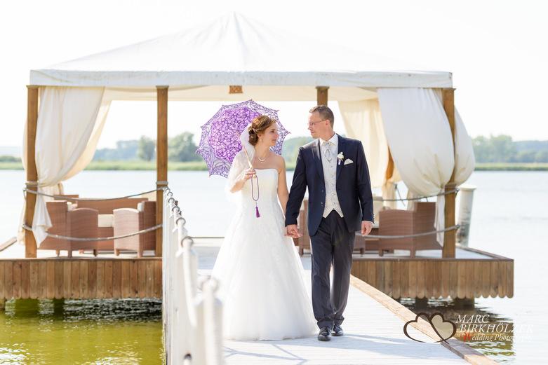 Brautpaar-Fotoshooting im Panoramahotel Uckermark aufgenommen vom Berliner Hochzeitsfotografen Marc Birkhölzer - Hochzeitsfotograf Berlin www.hochzeitsaufnahmen.com
