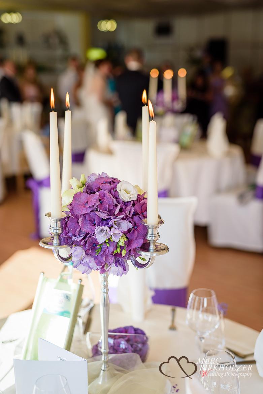 Detailfoto vom Kerzenleuchter der Tischdeko im Panoramahotel Uckermark aufgenommen vom Berliner Hochzeitsfotografen Marc Birkhölzer - Hochzeitsfotograf Berlin www.hochzeitsaufnahmen.com