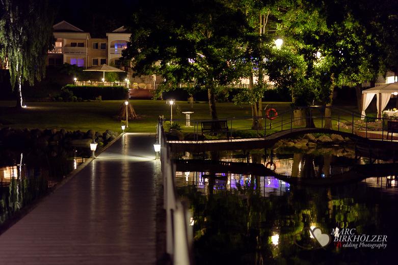 Abendstimmung im Panoramahotel Uckermark aufgenommen vom Berliner Hochzeitsfotografen Marc Birkhölzer - Hochzeitsfotograf Berlin www.hochzeitsaufnahmen.com