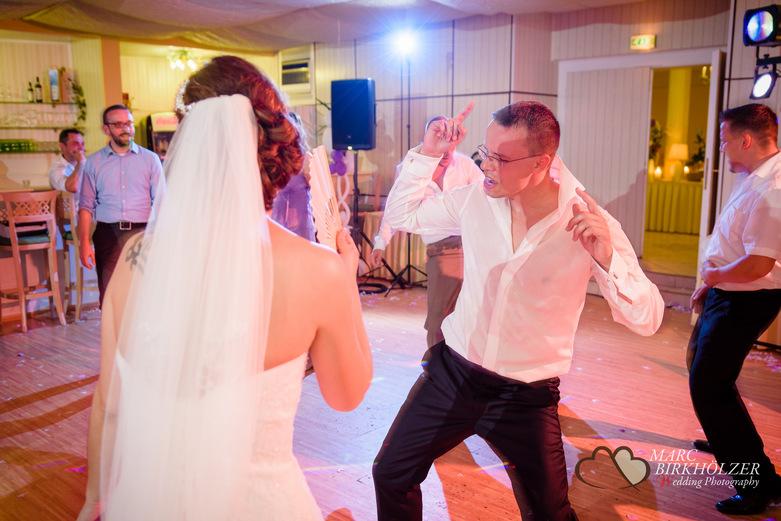 Tolle Partystimmung auf Hochzeitsfeier im Panoramahotel Uckermark aufgenommen vom Berliner Hochzeitsfotografen Marc Birkhölzer - Hochzeitsfotograf Berlin www.hochzeitsaufnahmen.com