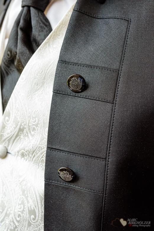 Detailaufnahme des Hochzeitsanzug