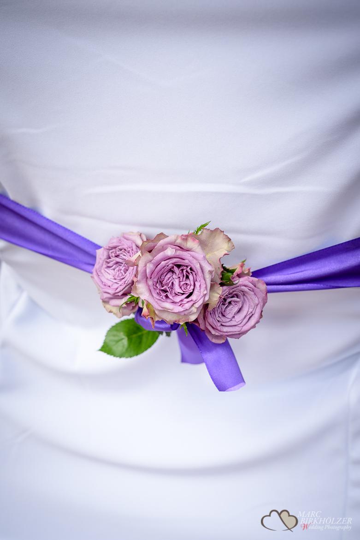 Details am Stuhl des Hochzeitspaares