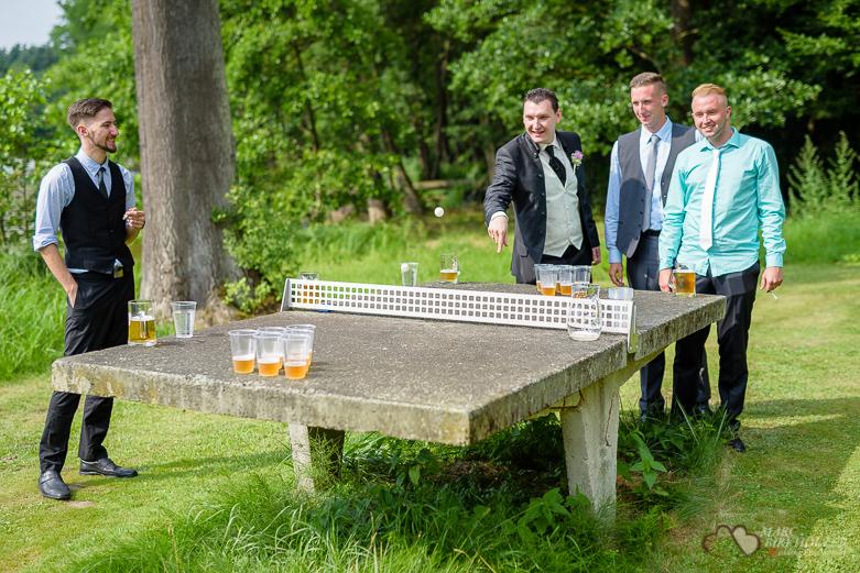 Bierpong bei einer Hochzeit